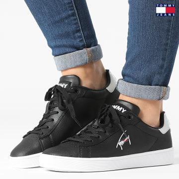 https://laboutiqueofficielle-res.cloudinary.com/image/upload/v1627651009/Desc/Watermark/3logo_tommy_jeans.svg Tommy Jeans - Baskets Femme Iridescent Detail Cupsole 1610 Black