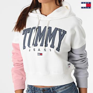 https://laboutiqueofficielle-res.cloudinary.com/image/upload/v1627651009/Desc/Watermark/3logo_tommy_jeans.svg Tommy Jeans - Sweat Capuche Crop Femme Color Block 2105 Blanc