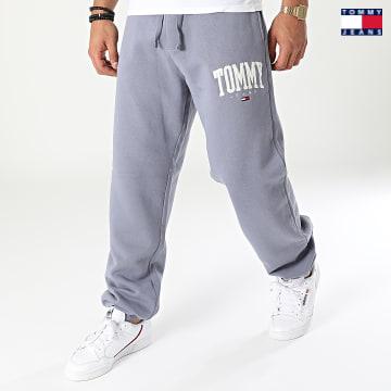 https://laboutiqueofficielle-res.cloudinary.com/image/upload/v1627651009/Desc/Watermark/3logo_tommy_jeans.svg Tommy Jeans - Pantalon Jogging Collegiate 2548 Bleu Marine