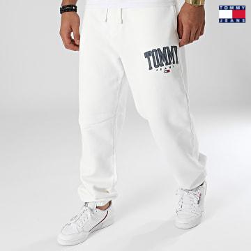https://laboutiqueofficielle-res.cloudinary.com/image/upload/v1627651009/Desc/Watermark/3logo_tommy_jeans.svg Tommy Jeans - Pantalon Jogging Collegiate 2548 Ecru