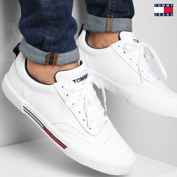 https://laboutiqueofficielle-res.cloudinary.com/image/upload/v1627651009/Desc/Watermark/3logo_tommy_jeans.svg Tommy Jeans - Baskets Core Leather Vulcanized 0806 White