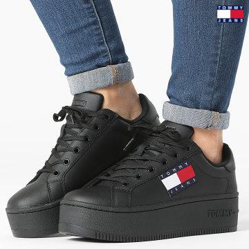 https://laboutiqueofficielle-res.cloudinary.com/image/upload/v1627651009/Desc/Watermark/3logo_tommy_jeans.svg Tommy Jeans - Baskets Femme Flatform Flag Branding 1504 Black