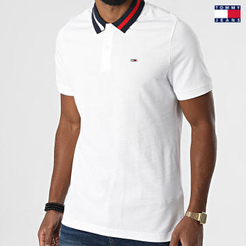 https://laboutiqueofficielle-res.cloudinary.com/image/upload/v1627651009/Desc/Watermark/3logo_tommy_jeans.svg Tommy Jeans - Polo Manches Courtes Flag Neck 6576 Blanc