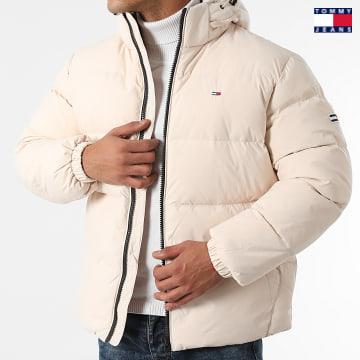 https://laboutiqueofficielle-res.cloudinary.com/image/upload/v1627651009/Desc/Watermark/3logo_tommy_jeans.svg Tommy Jeans - Doudoune Capuche Essential Down 2171 Beige