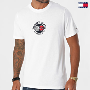 https://laboutiqueofficielle-res.cloudinary.com/image/upload/v1627651009/Desc/Watermark/3logo_tommy_jeans.svg Tommy Jeans - Tee Shirt Timeless Tommy 1605 Blanc