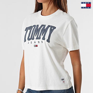https://laboutiqueofficielle-res.cloudinary.com/image/upload/v1627651009/Desc/Watermark/3logo_tommy_jeans.svg Tommy Jeans - Tee Shirt Femme Crop Collegiate 2111 Blanc