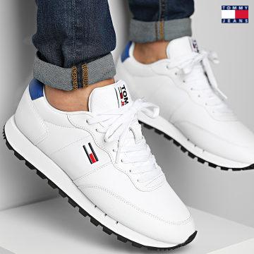 https://laboutiqueofficielle-res.cloudinary.com/image/upload/v1627651009/Desc/Watermark/3logo_tommy_jeans.svg Tommy Jeans - Baskets Retro Leather Runner 0183 White