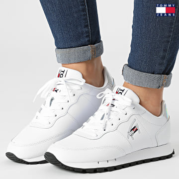 https://laboutiqueofficielle-res.cloudinary.com/image/upload/v1627651009/Desc/Watermark/3logo_tommy_jeans.svg Tommy Jeans - Baskets Femme Leather Runner 1512 White