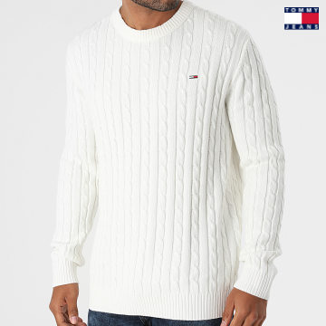 https://laboutiqueofficielle-res.cloudinary.com/image/upload/v1627651009/Desc/Watermark/3logo_tommy_jeans.svg Tommy Jeans - Pull Essential Cable 1857 Blanc