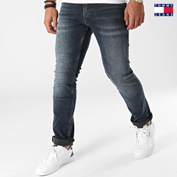 https://laboutiqueofficielle-res.cloudinary.com/image/upload/v1627651009/Desc/Watermark/3logo_tommy_jeans.svg Tommy Jeans - Jean Slim Scanton 1145 Bleu Denim