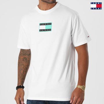 https://laboutiqueofficielle-res.cloudinary.com/image/upload/v1627651009/Desc/Watermark/3logo_tommy_jeans.svg Tommy Jeans - Tee Shirt Print Pop Flag 1614 Blanc