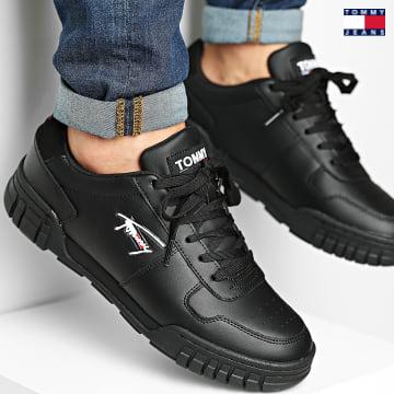 https://laboutiqueofficielle-res.cloudinary.com/image/upload/v1627651009/Desc/Watermark/3logo_tommy_jeans.svg Tommy Jeans - Baskets Retro Leather Cupsole 0808 Black