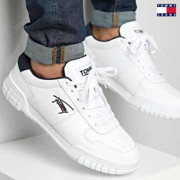 https://laboutiqueofficielle-res.cloudinary.com/image/upload/v1627651009/Desc/Watermark/3logo_tommy_jeans.svg Tommy Jeans - Baskets Retro Leather Cupsole 0808 White