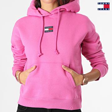 https://laboutiqueofficielle-res.cloudinary.com/image/upload/v1627651009/Desc/Watermark/3logo_tommy_jeans.svg Tommy Jeans - Sweat Capuche Femme Center Badge 0403 Rose