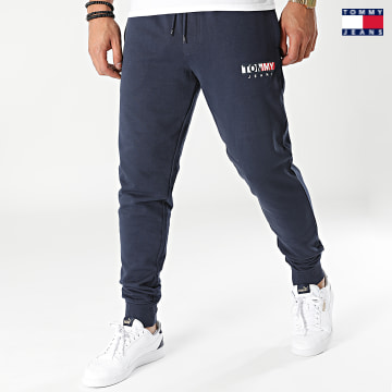 https://laboutiqueofficielle-res.cloudinary.com/image/upload/v1627651009/Desc/Watermark/3logo_tommy_jeans.svg Tommy Jeans - Pantalon Jogging Entry Graphic 1872 Bleu Marine