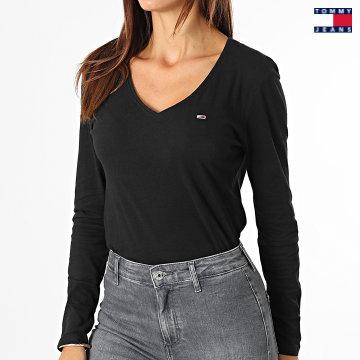 https://laboutiqueofficielle-res.cloudinary.com/image/upload/v1627651009/Desc/Watermark/3logo_tommy_jeans.svg Tommy Jeans - Tee Shirt Manches Longues Jersey Femme V-Neck 9101 Noir