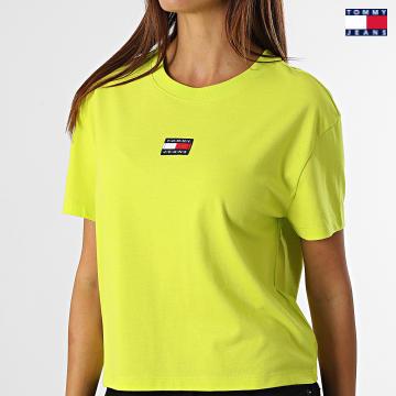 https://laboutiqueofficielle-res.cloudinary.com/image/upload/v1627651009/Desc/Watermark/3logo_tommy_jeans.svg Tommy Jeans - Tee Shirt Femme Center Badge 0404 Vert Fluo