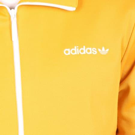 La veste Adidas Beckenbauer jaune portée par Vald sur l