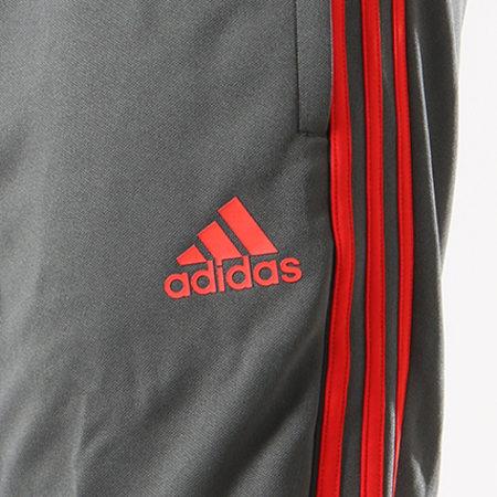 adidas - Pantalon Jogging Bandes Brodées FC Bayern München CW7260 Gris Anthracite Rouge