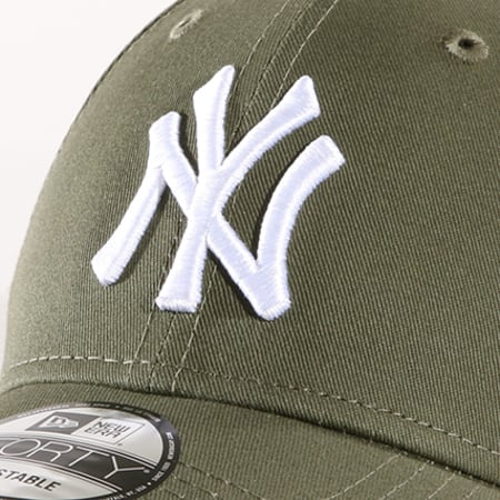 New Era - Casquette League Essential  New York Yankees 80636010 Vert Kaki