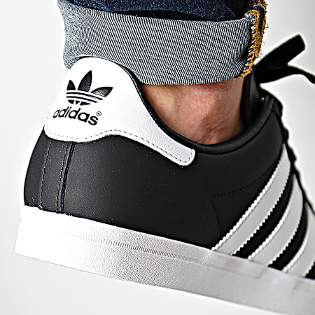 Bas Prix Homme Adidas Coast Star Shoes EE8901 universal