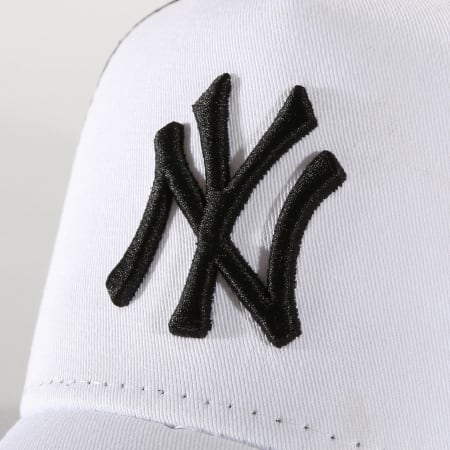 New Era - Casquette Trucker Core 94 New York Yankees Blanc Noir
