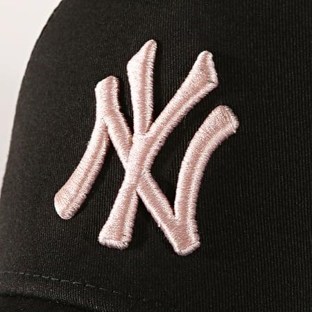 New Era - Casquette Trucker League Essential New York Yankees 12040421 Noir Rose Pâle