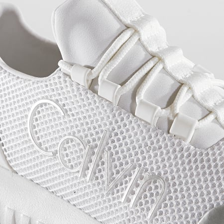 Calvin Klein - Baskets Femme Reika Low Top Lace Up Mesh R0666 White Silver