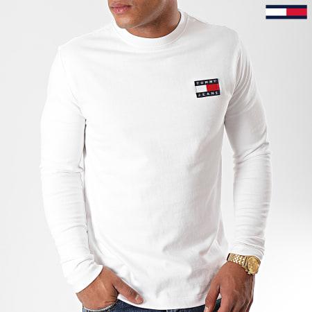 Tommy Hilfiger Jeans - Tee Shirt Manches Longues Badge 6958 Blanc Cassé