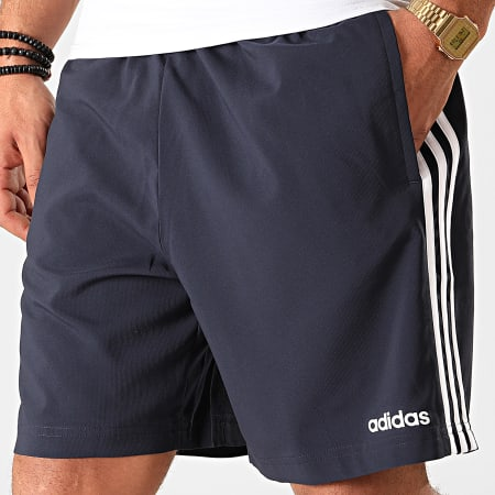 adidas - Short Jogging A Bandes Essentials Chelsea DU0501 Bleu Marine Blanc