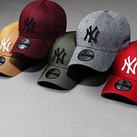 New Era - Casquette Baseball 9Forty League Essential New York Yankees 12134891 Bordeaux Blanc