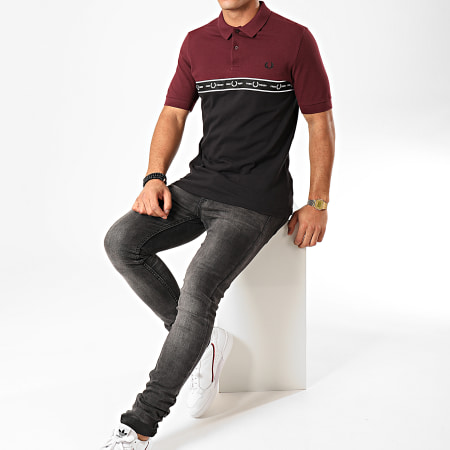 Fred Perry - Polo Manches Courtes A Bande Taped Chest M7510 Noir Bordeaux