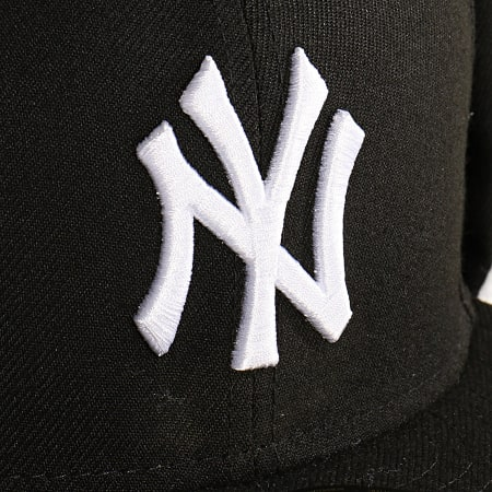 New Era - Casquette Chapka 59Fifty League Essential Dog Ears 12134878 New York Yankees Noir