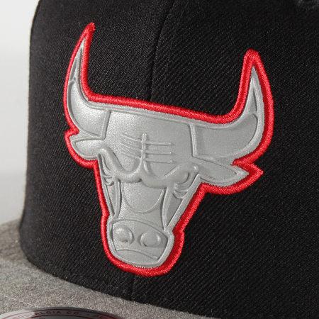 Mitchell and Ness - Casquette Snapback NBA International 456 Chicago Bulls Noir Gris Chiné