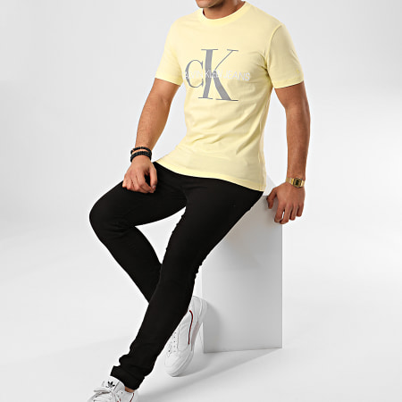 Calvin Klein - Tee Shirt Vegetable Dye Monogram 4762 Jaune Pastel