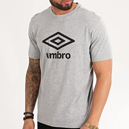 Umbro à manches courtes Base Couche adulte Medium Hommes Femme Sport Shirt NEW