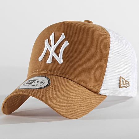 New Era - Casquette Trucker Essential Embroidered 940 New York Yankees 12500201 Camel Blanc