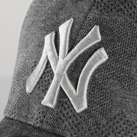 New Era - Casquette Engineered Plus 9Forty New York Yankees 12381149 Gris Chiné Blanc Camouflage