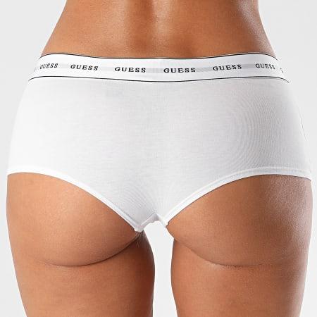 Guess - Shorty Femme O97E03-JR04P Blanc
