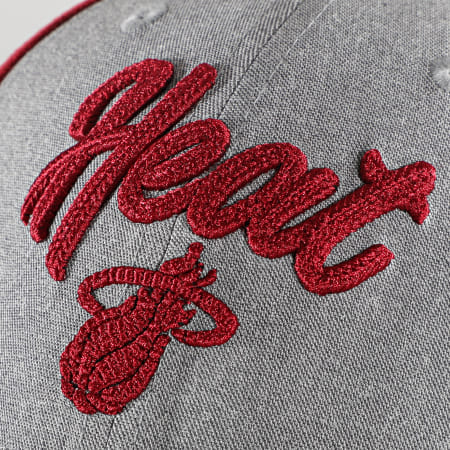New Era - Casquette 9Forty Stretch Snap 60003033 Miami Heat Rouge Gris
