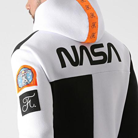 Final Club x NASA - Sweat Capuche Nasa Half Limited Edition Noir Blanc Détails Orange Fluo
