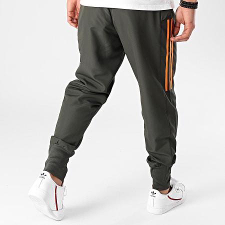 adidas - Pantalon Jogging Manchester United Presentation FR3679 Vert Kaki