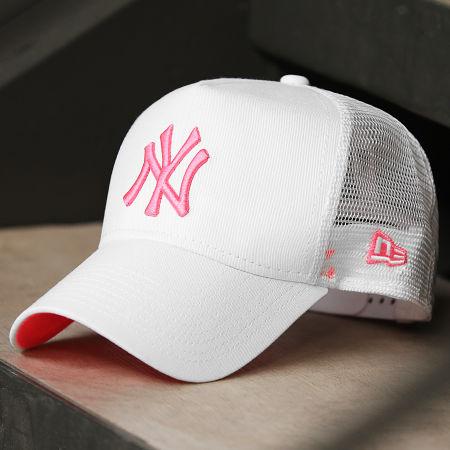 New Era - Casquette Trucker New York Yankees Neon 12747719 Blanc Rose