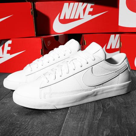 Nike - Baskets Blazer Low AQ3597 White