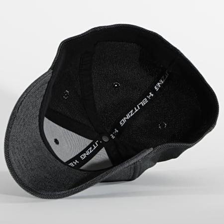 Under Armour - Casquette Fitted 1305037 Noir