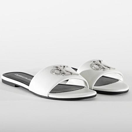 Calvin Klein - Claquettes Femme Flat Sandal Slide 0144 Bright White