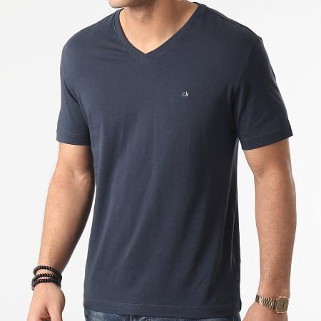 Calvin Klein - Tee Shirt Col V Logo Embroidery 3672 Bleu Marine