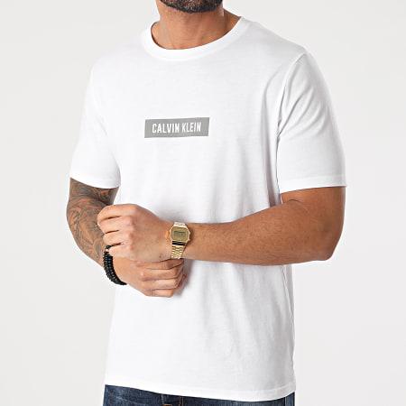 Calvin Klein - Tee Shirt PW GMS1K142 Blanc Réfléchissant
