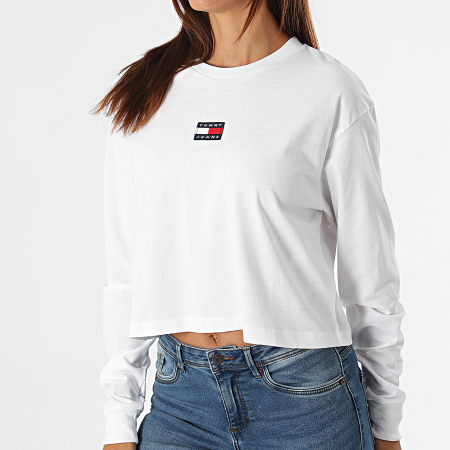 Tommy Jeans - Tee Shirt Manches Longues Femme Crop Tommy Badge 1013 Blanc