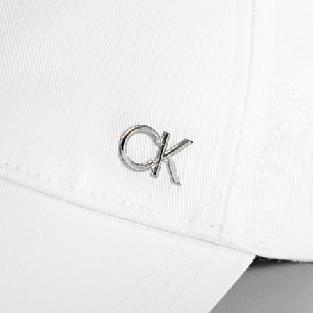 Calvin Klein - Casquette Spiked Metal 7527 Blanc